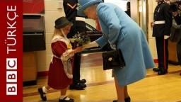 Kraliçe'ye çiçek veren küçük kıza askerden kaza tokatı - BBC TÜRKÇE