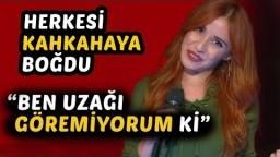 """""""Ben Uzağı Göremiyorum"""" dedi Stüdyo Kahkahaya Boğuldu   O Ses Türkiye 17 Kasım 2017"""